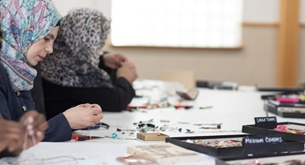 Syrian refugees learn to make jewelry
